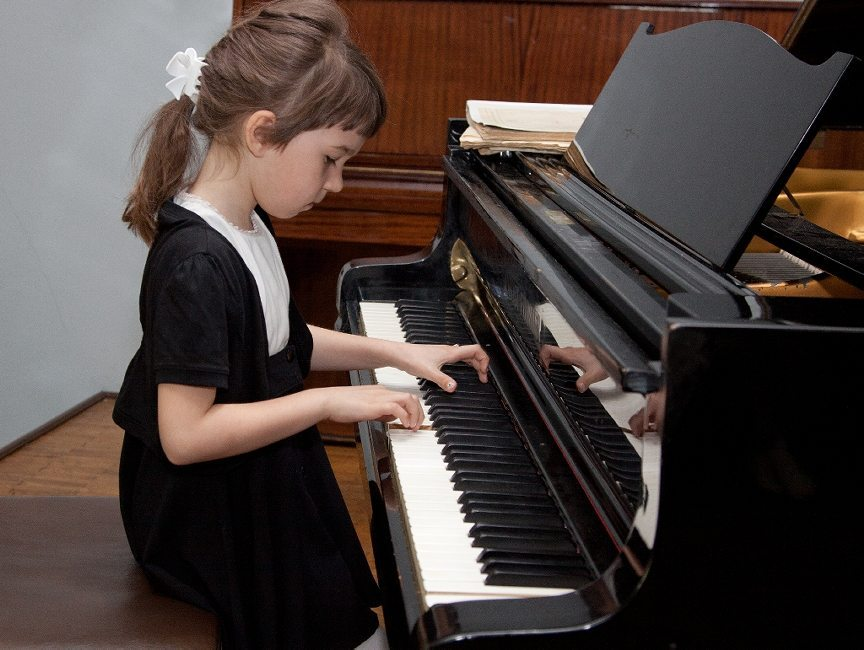 Afbeeldingsresultaat voor children playing piano