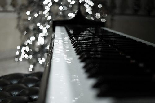 holiday-piano-sale