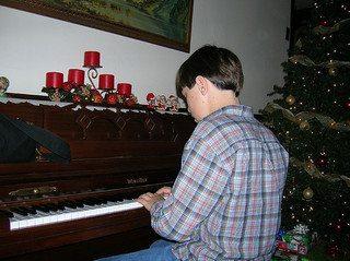 piano-player-music