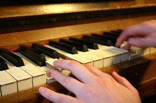 used-piano-yamaha