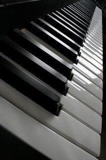 32-digital-pianos