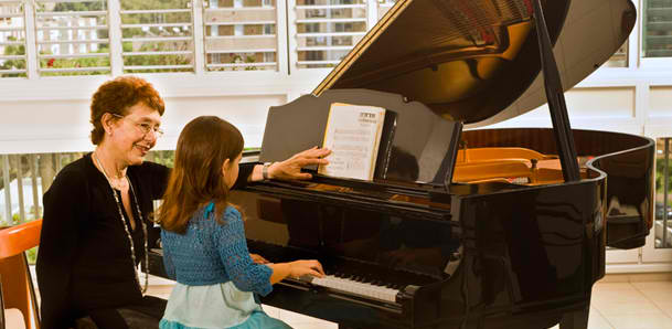 piano lessons and playing piano
